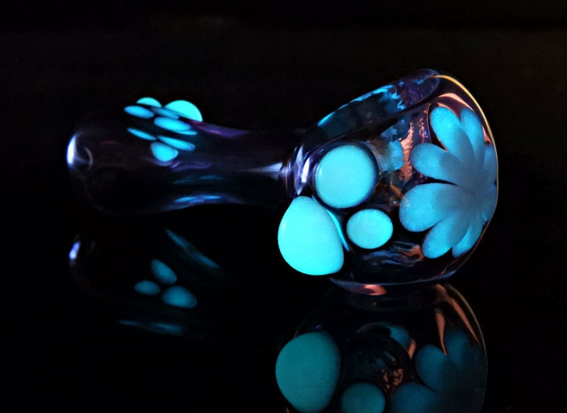 Glow In The Dark Glass Pipes, Glow In The Dark Glass Hand Pipes