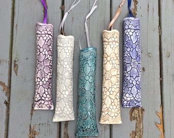 Lace Pottery Wall Vase, Gift for Mom, Hanging Flower Wall Decor, Hanging Plant Holder, Bridesmaid Gift, Wall Decor, inlaid lace