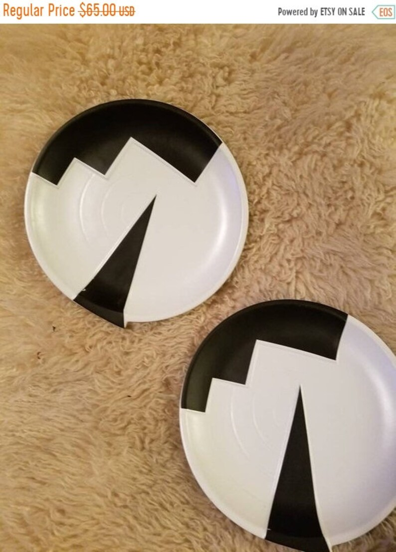 fallonit Pair of Memphis style super 80s plates Kato Kogei designed dishes for Fujimori