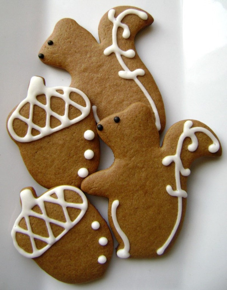 Gingerbread Squirrel and Acorn Cookies image 0