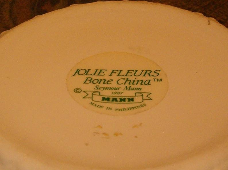 Famous Maker of Bone China Seymore Mann Lidded with Flowers Bone China Flowered Box Sea Urchin 3 12H x 4W Gorgeous White China 1990/'s