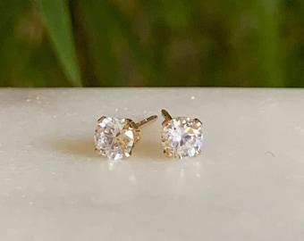 Diamond stud earrings - Diamond earrings - April Birthstone
