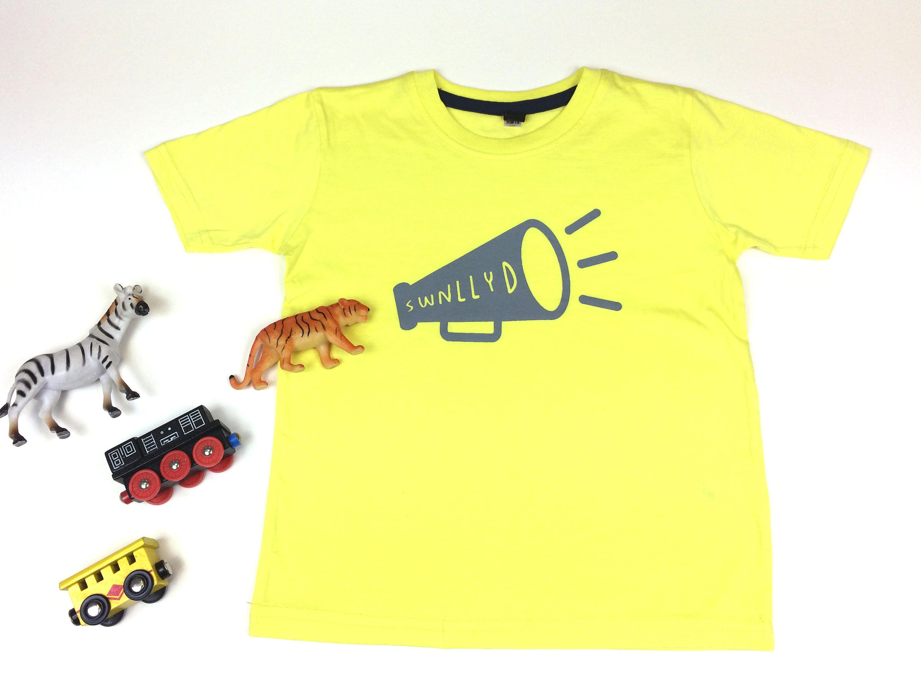 3e4b2b550cf SALE Kids Clothes Yellow T-shirt Welsh Text Swnllyd Noisy Grey Unisex
