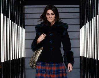 Manteau d'hiver en laine avec fausse fourrure, la mode des femmes, collection hiver, fait à l'ordre de manteau, manteau noir, laine, vêtements, Bartinki