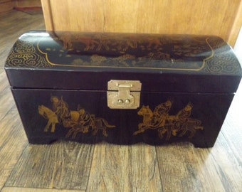 Vintage Oriental Black Lacquer Wood Box/Trunk / Gold Design With Traveling  Chinese On Horseback