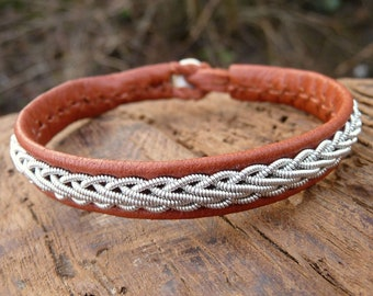 Sami Lapland bracelet, Small 17 cm, Ready To Ship, THOR Cognac bark brown reindeer unisex leather cuff, Pewter braid, Antler button closure