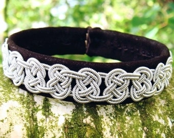Leather viking bracelet GRENDEL Saami tennarmband in brown sanded lambskin, handcrafted Nordic jewelry