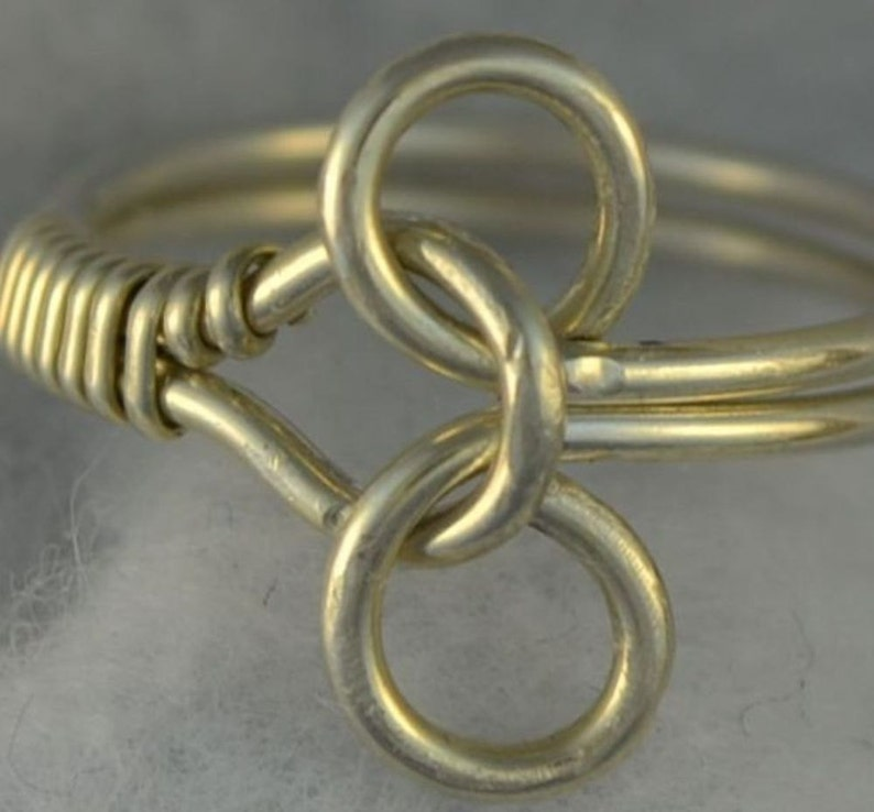 TUTORIAL Puzzle Ring Wire Wrapped   pdf.   Learn to make this image 0