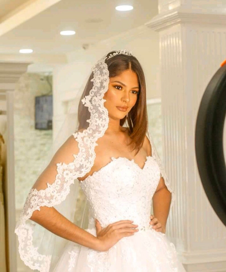 Lace Mantilla veil Bridal Lace single layer 1 tier  circle image 0