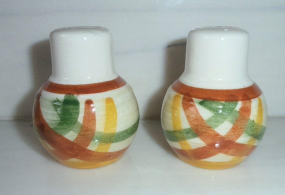 Excellent Vernonware Vernon Kilns Homespun Gingham salt and pepper shakers