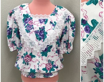 Floral white 80s tee with lace edged bib size large