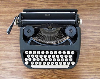 Vintage Royal typewriter - compact, portable Royal Dart, 1960s typewriter, excellent condition