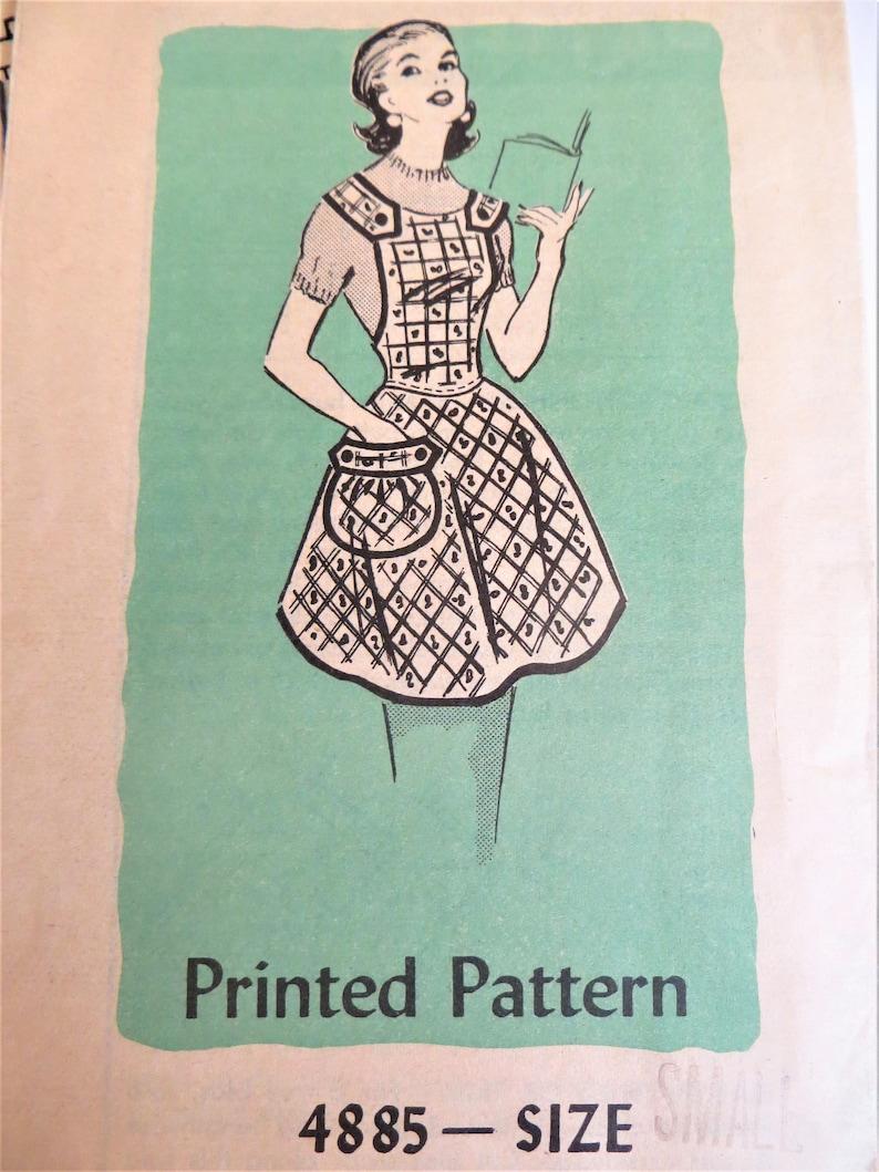 Vintage des années 40 50 s tablier patron de couture, Mail Order 4885,  tablier de bavoir complet, détail de l'épaule, petite taille
