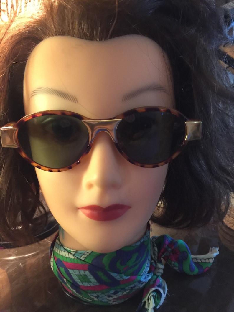 f9c80a74a0 Vintage sunglasses tortoise shell 80 s fashion