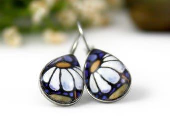White Daisy Earrings - Daisy Floral Jewelry - White Flower Earrings - Glass Earrings - Art Nouveau Art - Teardrop - Handmade Earrings
