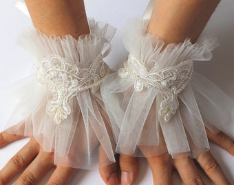 Ivory tulle cuffs, Bridal fingerless gloves, Victorian lace cuff bracelet, Wedding Gloves, Lace Mittens, Bride accessories, Winter Wedding