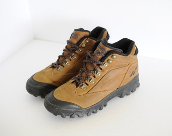 432a89f25d53 Vintage Reebok Light Brown Leather Hiking Ankle Boots