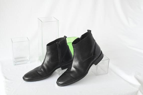 Vintage Johnston & Murphy Black Leather Beatle Boo