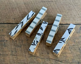 Mini Clothespins Magnets in Farmhouse Blue Stripes and Black Leaves. Kitchen Decor. Farmhouse Decor. Housewarming Gift. Small Magnets.