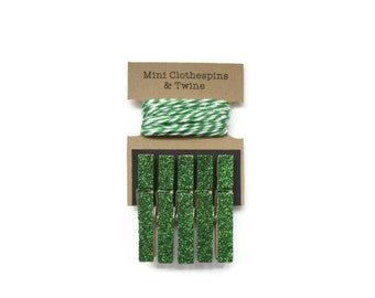 Emerald Green Glitter Mini Clothespins with Twine. Art Display. Photo Display. Photo Clothesline. Mini Glitter Clothespins.