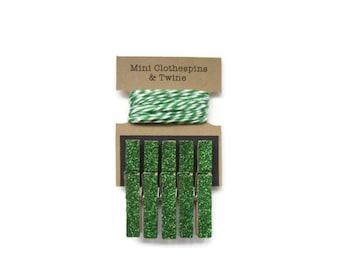 Emerald Green Glitter Mini Clothespins with Twine. Art Display. Photo Display. Photo Clothesline. Mini Glitter Clothespins.