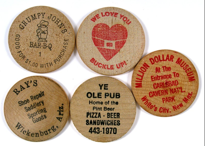 Vintage 5 Advertising Wooden Nickels Carlsbad Caverns Wickenburg Az Grumpy Johns Buckle Up Ye Ole Pub
