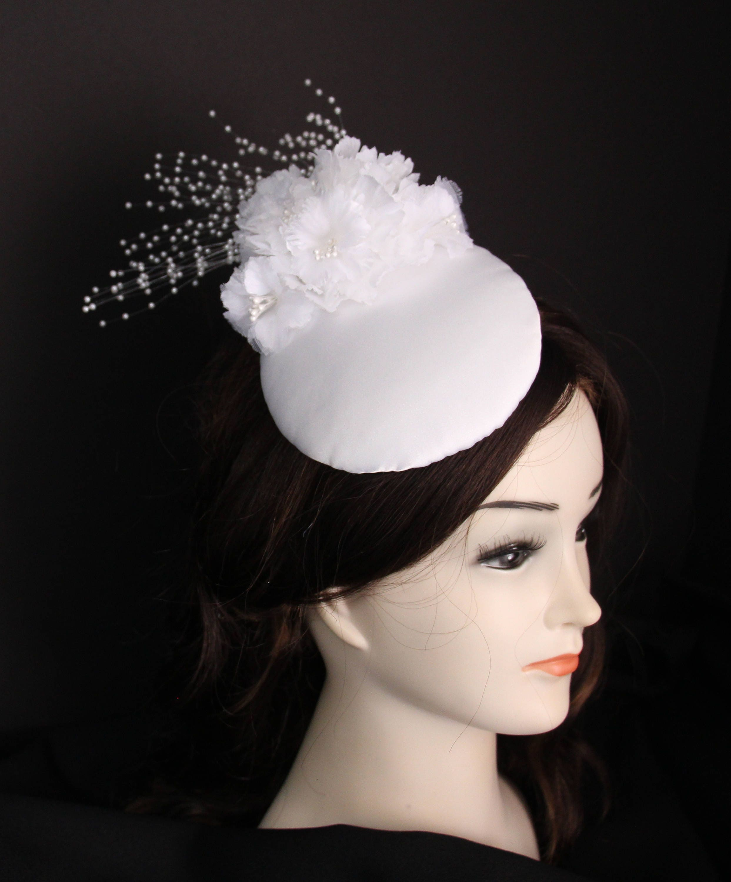 1ea112b75 White Bridal Fascinator, White Flowers and Pearls Kate Middleton Style  Cocktail Hat for Bridal Shower, White Wedding Hat, Church Hat