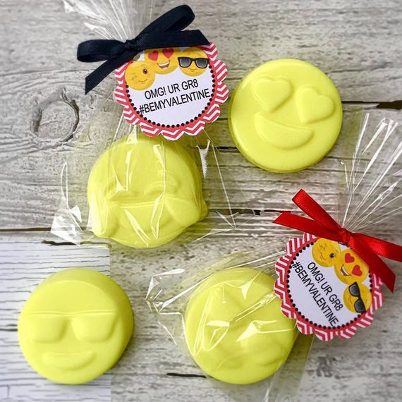 10 EMOJI SOAP FAVORS
