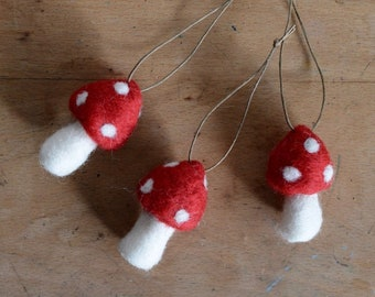 Christmas Ornaments Toadstool - Traditional Winter Holiday Decorations - Set of 3 Red