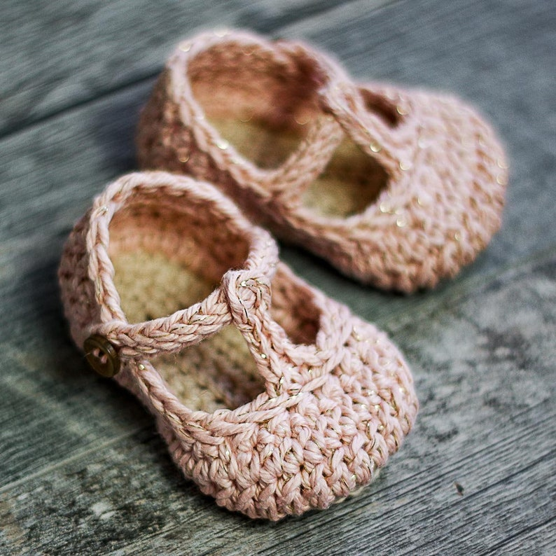 9cd12398a25ee Crochet Baby Pattern Tali T-strap - Baby Crochet - 3 sizes - Newborn - 12  months - Instant Download kc550
