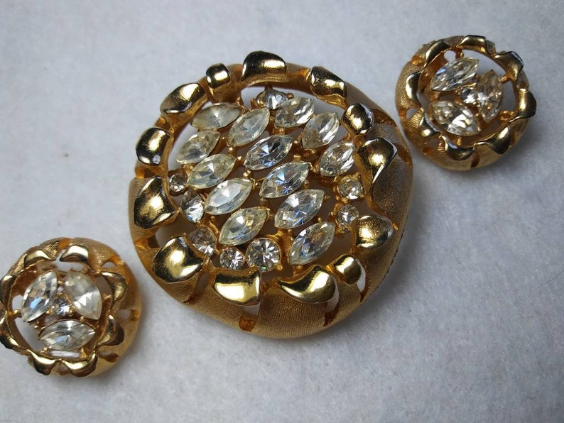 Designer Signed BSK Rhinestone Collectible Jewelry 1940/'s Art Deco Pin Demi Parure Costume Jewelry Collector Vintage Brooch Earring Set