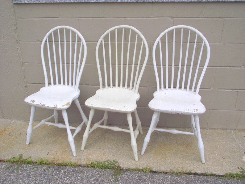 Surprising 3 Antique Windsor Bow Back Plank Seat Handmade Chairs Bentwood Spindle Back Side Chairs Farmhouse Rustic White Country Cottage Seating Pdpeps Interior Chair Design Pdpepsorg