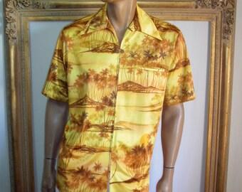 Vintage 1960's Waltah Clarke Yellow Hawaiian Style Short Sleeve Shirt - Size Large