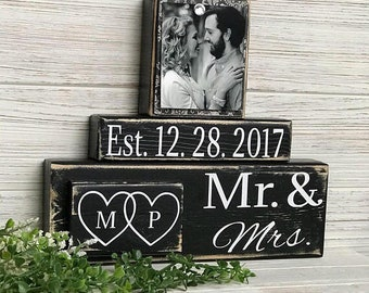 Mr and Mrs Sign, wedding date sign, wedding date gift, engagement gifts for best friend, bride gift, gift for women, gift for men, couple