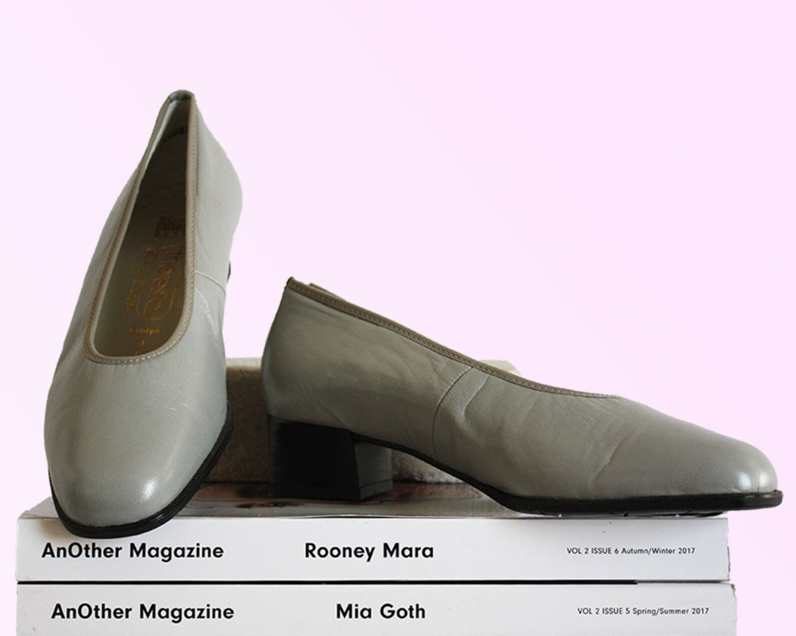 80s gray leather round toe block heel shoes slip-on ballet style cèline vibes trendy wendy vintage vtg