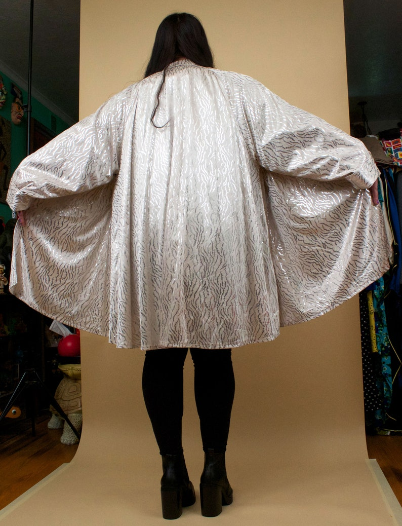 80s Vtg Lam\u00e9 Silver Tiger Stripe Wet Look Metallic White Satin Button Up Swing Cut Trench Coat Glam Punk Disco Plus Size 18 20 22 24 26