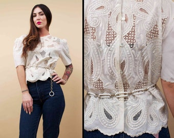 70s 80s Vtg White Boxy PAISLEY Cut Out Blouse / Embroidered Button Up Back SCALLOP Hem Boho Festival Hippie Sm Med