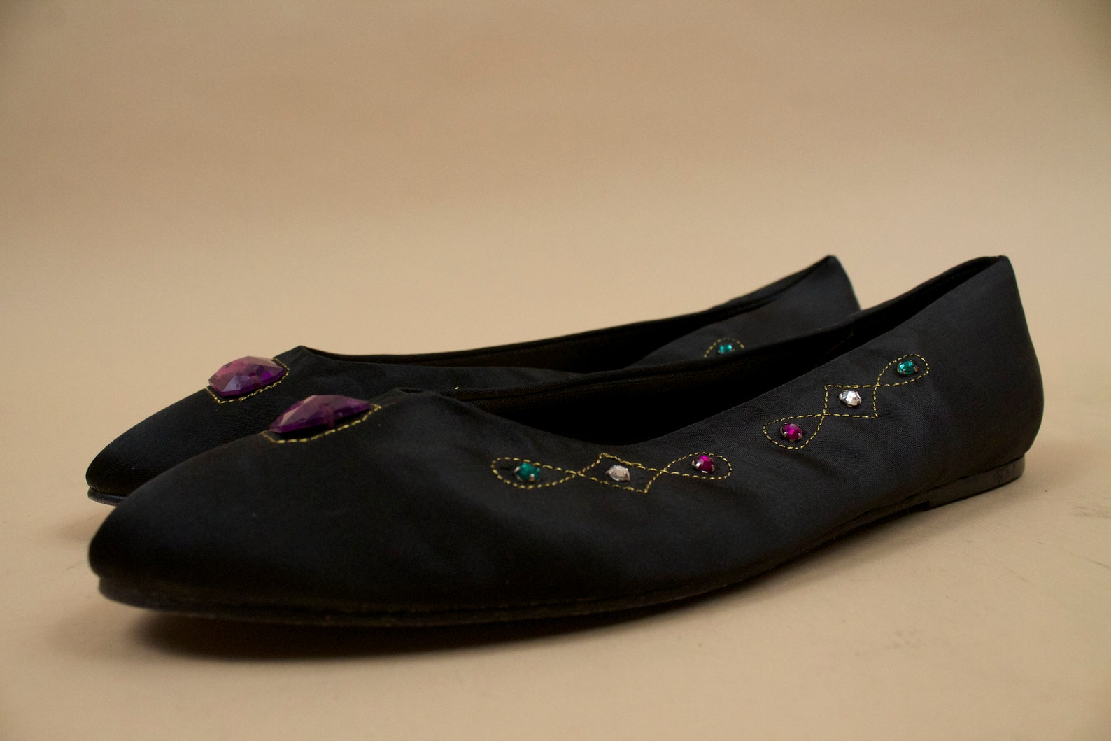 80s vtg jewel toe embroidered black satin ballet slipper flats / mootsie tootsie new wave casual slip on gem tone shoe 8.5 8 eu