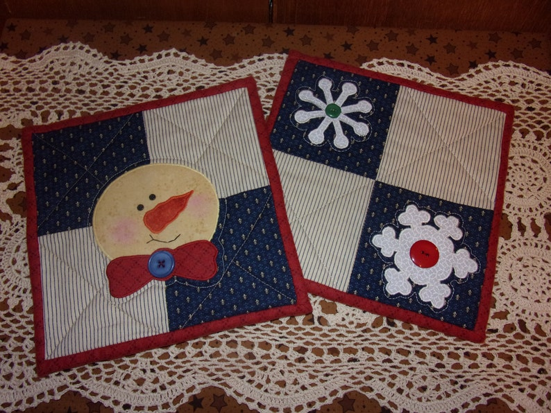 Country Kitchen Quilted Scrappy Winter SNOWMAN SNOWFLAKES Mini Quilts Hot Pads Snack Mat Trivets