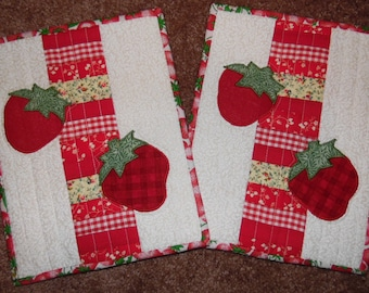 Primitive Whimsical Country Kitchen Quilted STRAWBERRY Snack Mats Hot Pads Table Mats