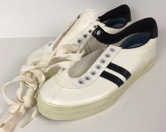 fffa71966a79 1970s Shoes   70s NOS 2 Stripe Tred Lite Lace Up Athletic Shoes   Boy s  4 Women s 6
