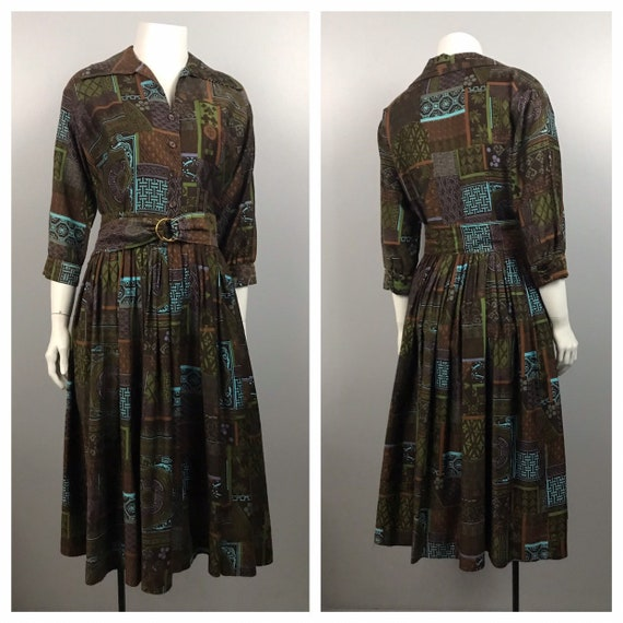 1950s House Dress / Busy Novelty Print Cotton But… - image 1