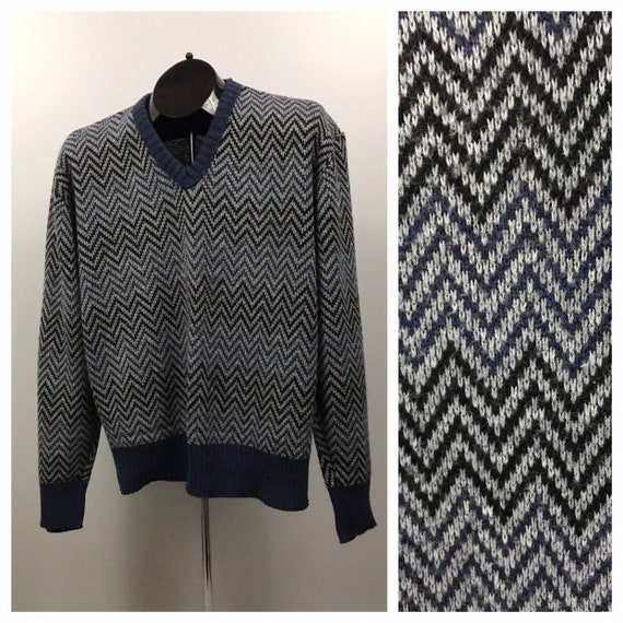 1980s V Neck Sweater / 80s Blue Chevron Stripe Ret