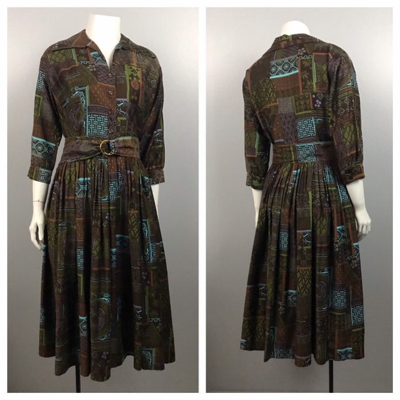 1950s House Dress / Busy Novelty Print Cotton But… - image 6