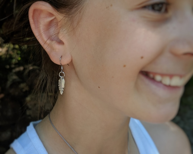 Small Silver Feather Dangle Earrings - Simple Jewelry - Gift for Her - Birthday Present - Mother's Day Gift - Fashion Accessories for Women