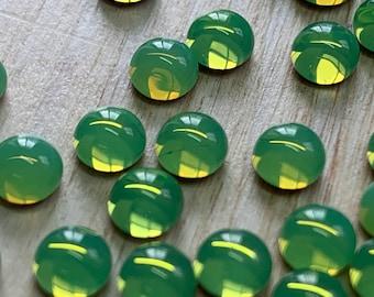24 glass cabochons, Ø5mm, green opal, round