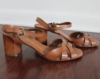 90s Minimalist Brown Open Toe Sandals size 8