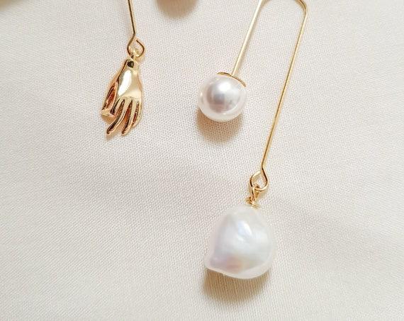 Rosée | Brass Curio Hand+Pearls