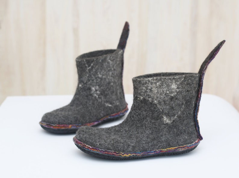 ea7755d05ab4e Felted booties - Dark grey shoes - Winter boots - Outdoors gift - Clothing  gift - Woman boots - Snow shoes - Valenki - Felted shoes