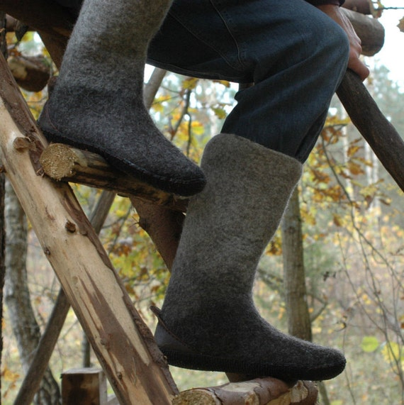 Felted Boots for men - made of charcoal / light grey natural wool